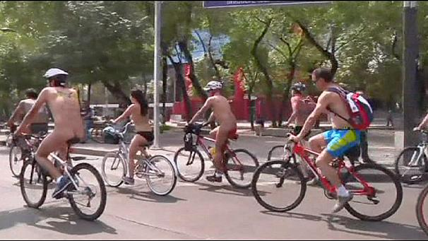 606x341_227700_naked-bike-ride-in-mexico